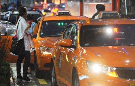 Seoul Government Cracks Down on Korean Taxi Drivers